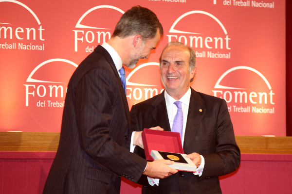 Foment awards His Majesty the King with the Gold Medal​​​​