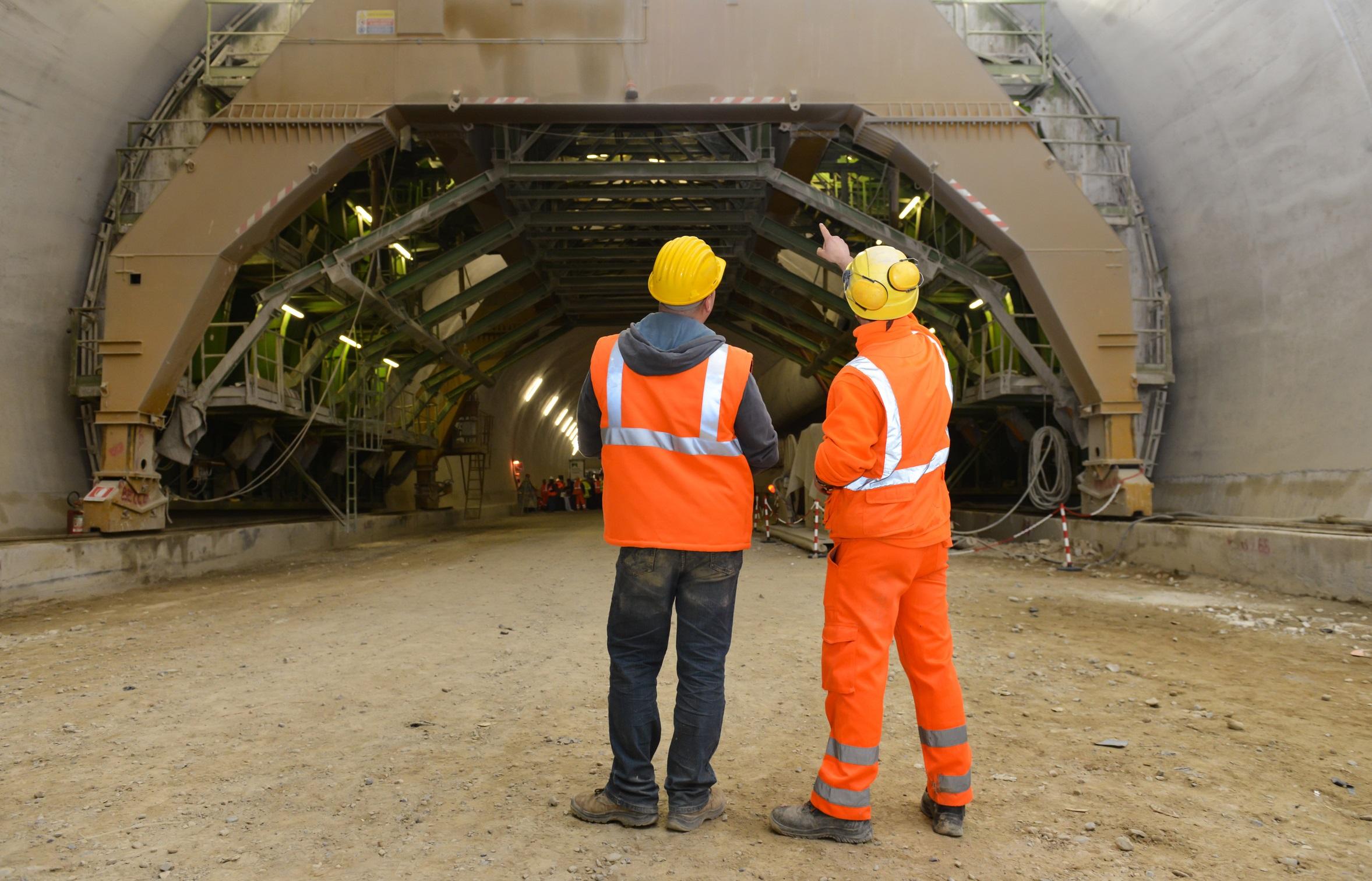 La Generalitat de Cataluña y las organizaciones sindicales y patronales acuerdan potenciar la prevención de riesgos laborales en la construcción.