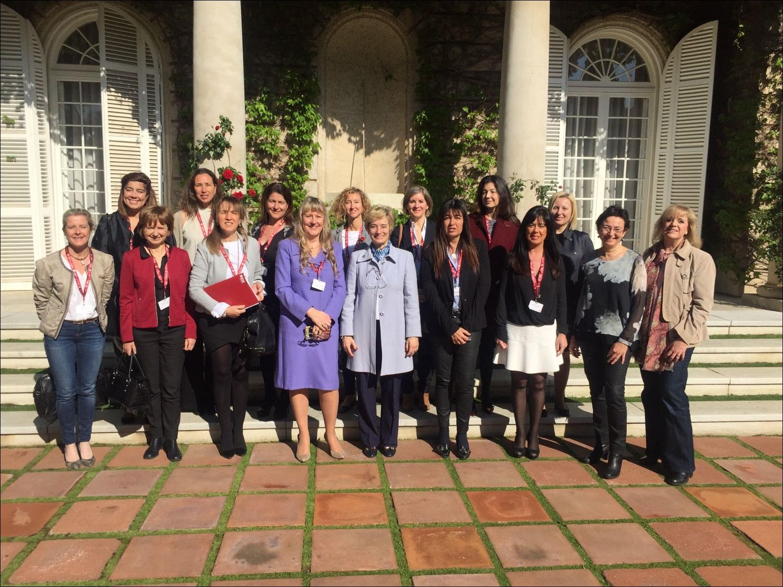 Competències personals i professionals de la dones empresàries i directives: conscienciar per impulsar-les