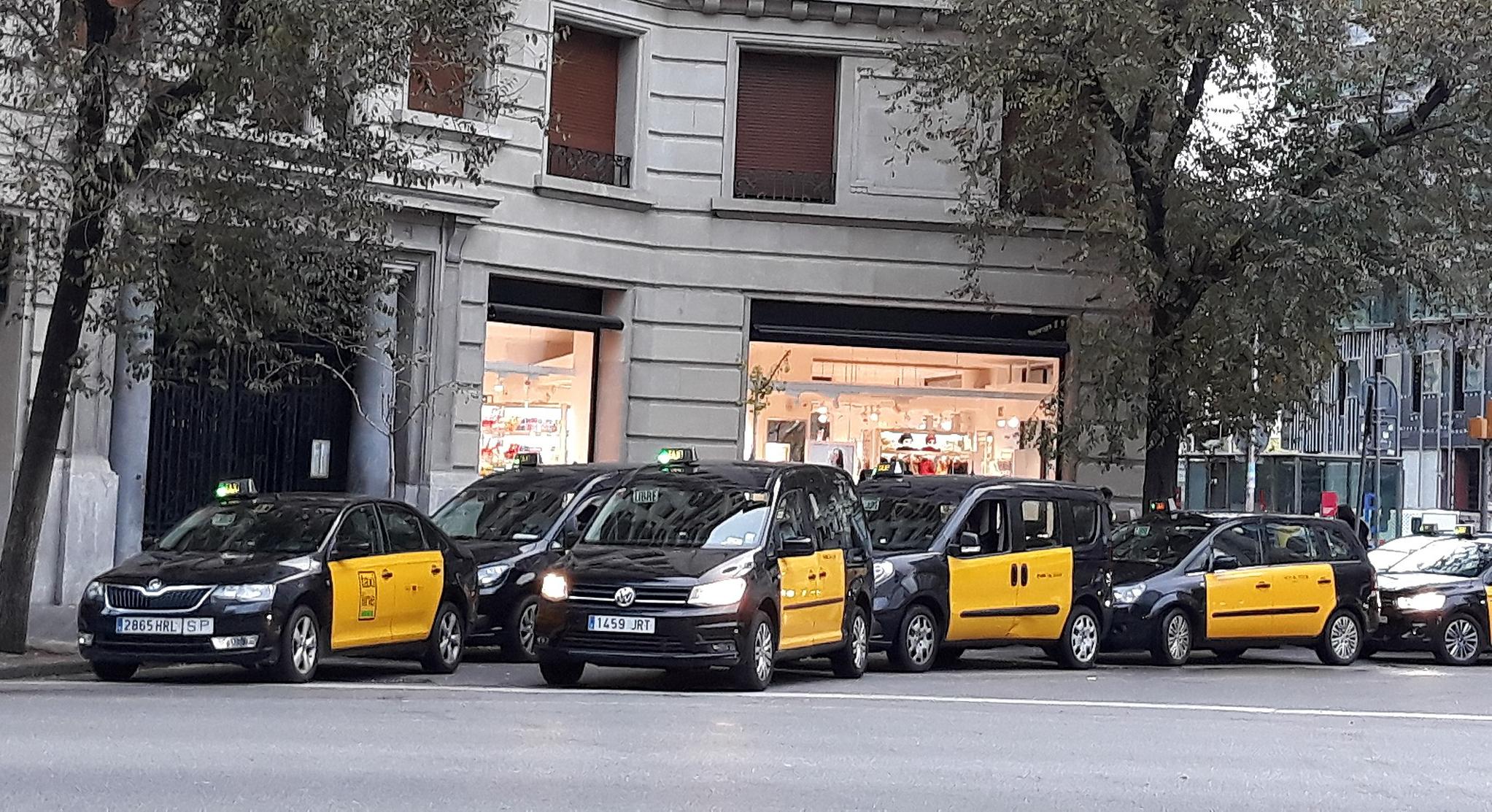 Foment demana a les parts negociadores en el conflicte del sector del taxi que arribin a un solució de consens el més aviat possible