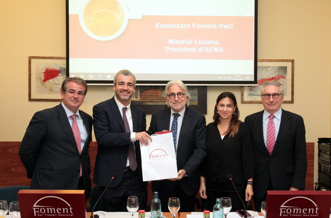 El presidente de Aena, Maurici Lucena, afirma que la capacidad del aeropuerto del Prat está asegurada hasta el 2026
