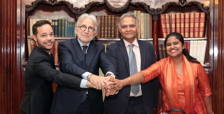 Encuentro entre el embajador de la India y el presidente de Foment