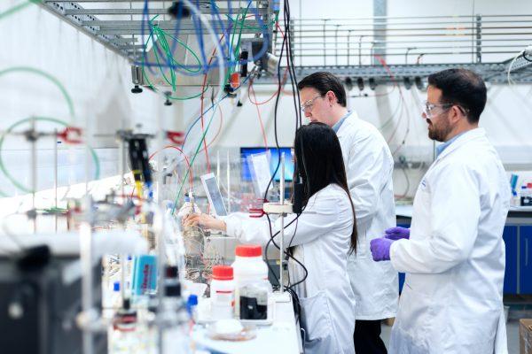 Foment pide que el sector de las ciencias de la vida y las industrias de la salud sea una apuesta estratégica de país para el acceso a los fondos para la reconstrucción económica