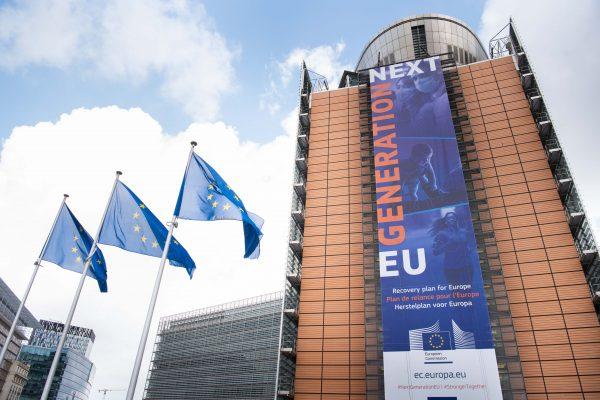 Foment crea un Grup de Treball amb despatxos jurídics per garantir l'eficiència de la tramitació pública dels fons europeus