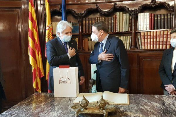 El ministro de Agricultura, Luis Planas, aborda en Foment asuntos de interés para el sector agroalimentario de Cataluña