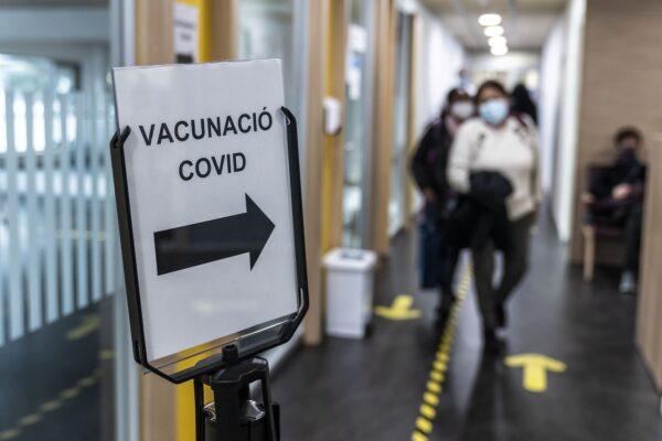 Foment reitera l'oferiment de les empreses per donar velocitat a la campanya de vacunació massiva