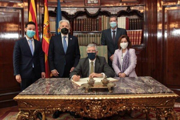 El president de Foment es reuneix amb l'ambaixador de Portugal