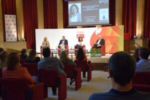 Foment acoge la presentación del libro 'El empleado es el rey' de Sílvia Forés