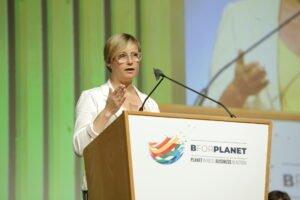 Virginia Guinda afirma que las empresas están comprometidas con el objetivo de cambiar el modelo productivo para conseguir un desarrollo sostenible