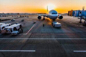 Foment insta a la Generalitat a adoptar las decisiones que permitirán disponer en 2031 de un hub aeroportuario en Barcelona