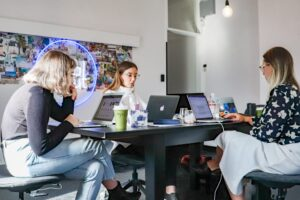 Els principals agents de l'economia digital i l'emprenedoria innovadora presenten una resposta conjunta a la futura Llei de Startups